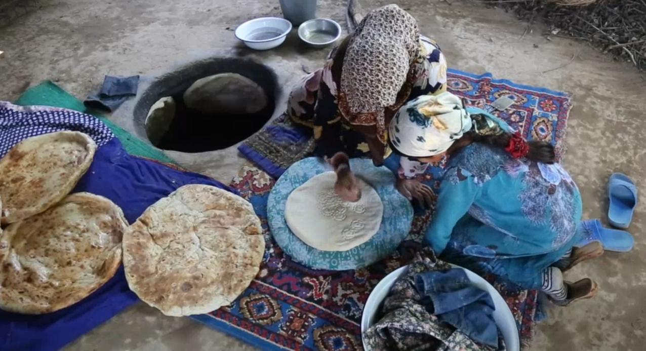 Pečenie chleba v Tadžikistane