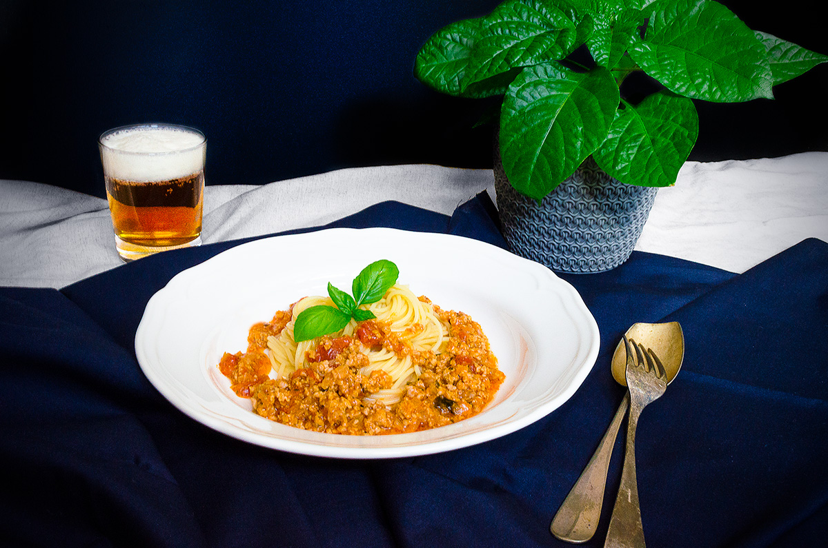 Špagety s omáčkou Bolognese na čiernom pive