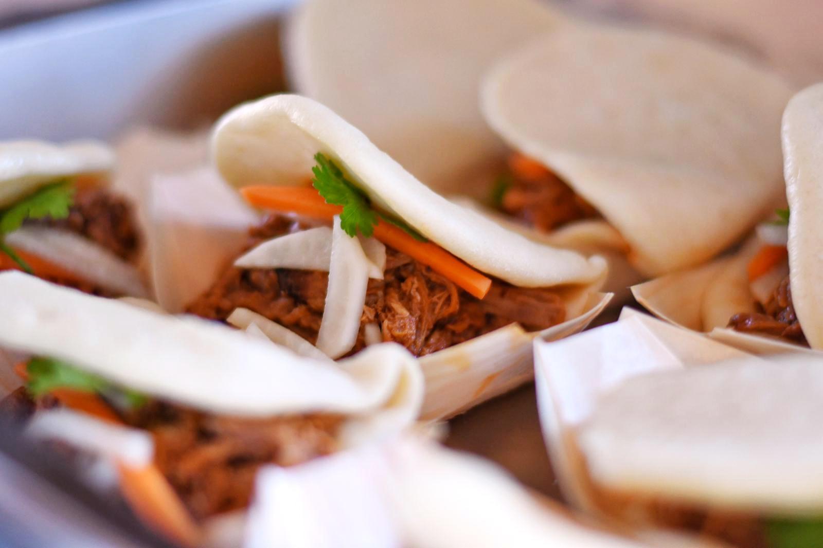 Bao Buns s pulled porkom a nakladanou zeleninou