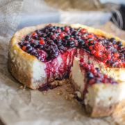 Citrónový cheesecake s lesným ovocím